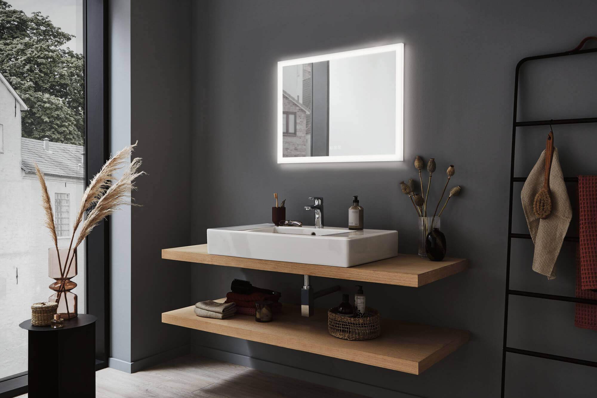 Poziome lustro świecące do łazienki