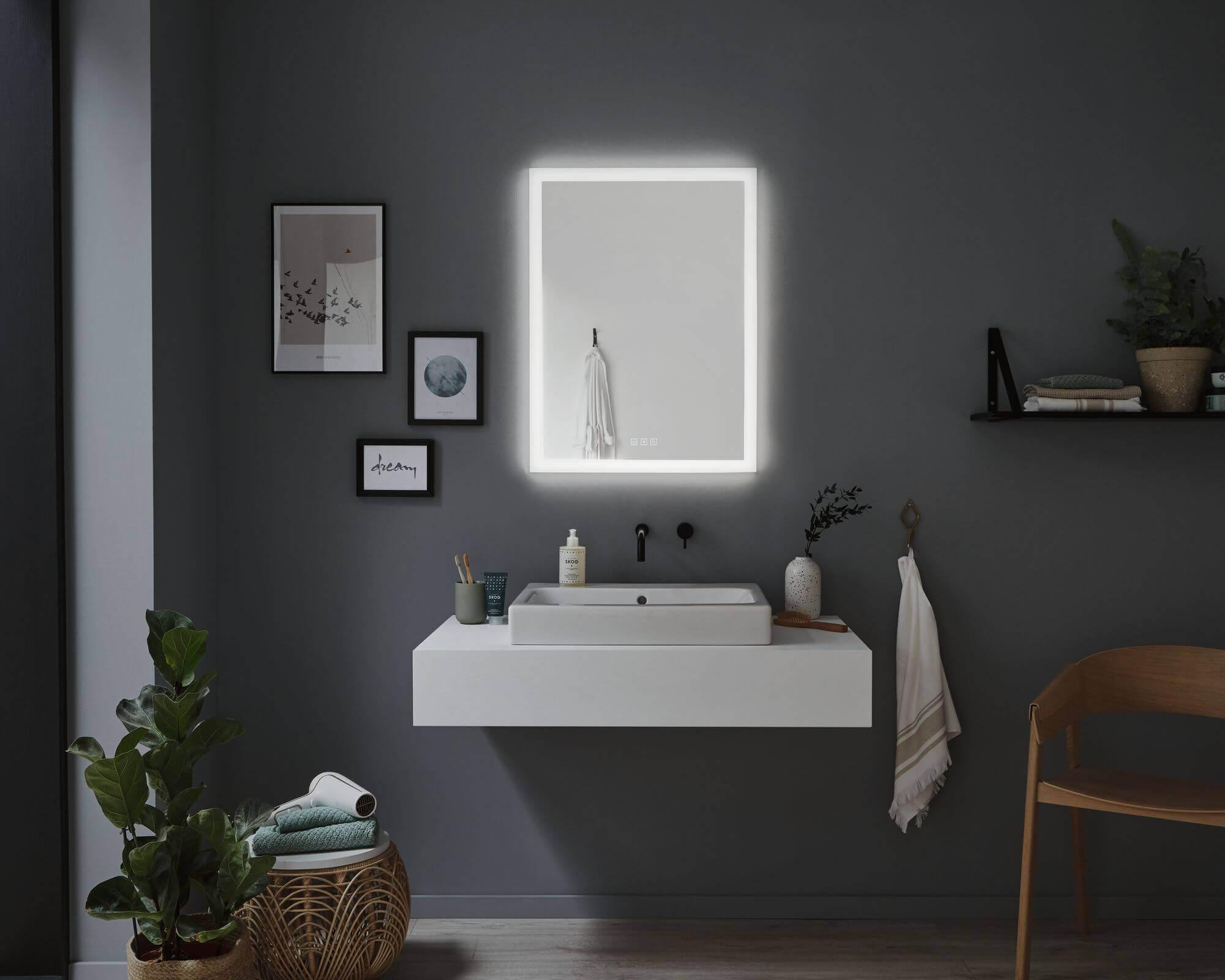 Pionowe lustro świecące łazienkowe