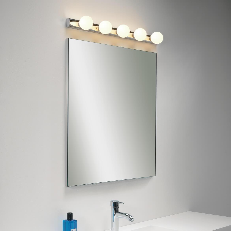 Lampa nad lustro w łazience