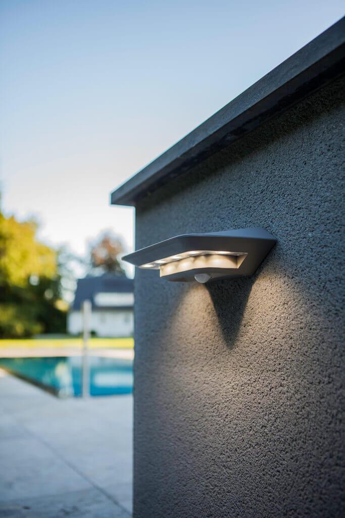 Nowoczesny kinkiet LED solarny
