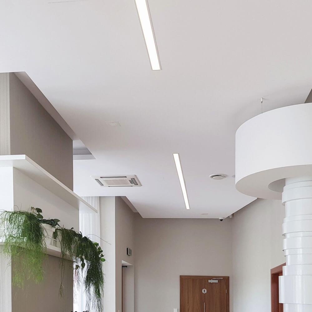 Lampa liniowa wpuszczana LED do korytarza