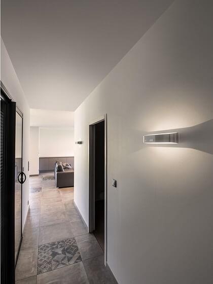 Lampa ścienna do korytarza