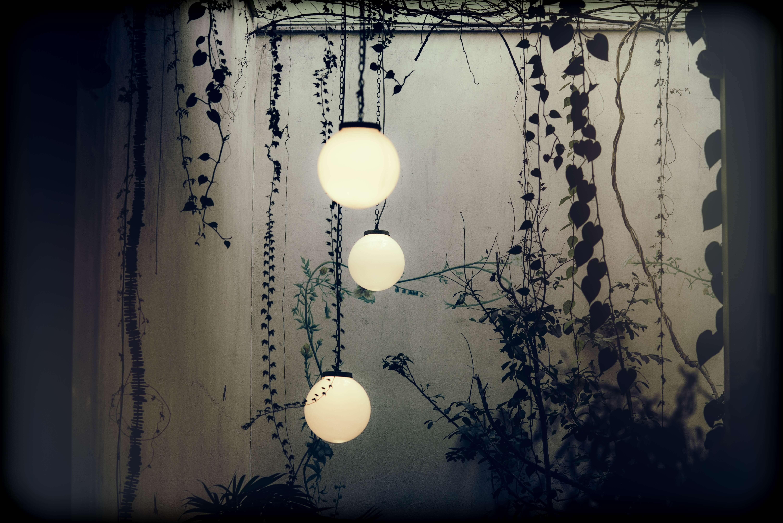 Lampy wiszące kule na zewnątrz i do ogrodu