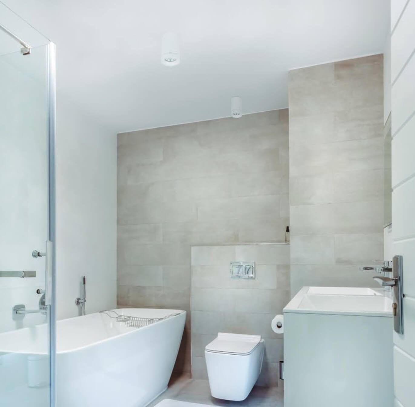 Łazienka z białymi tubami LED IP65
