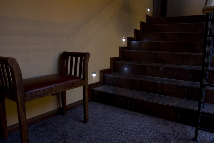 skoff0 Oświetlenie schodów i korytarzy lampkami LED