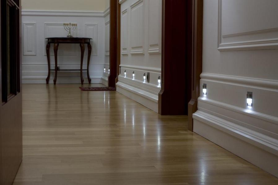 skoff1 Oświetlenie schodów i korytarzy lampkami LED