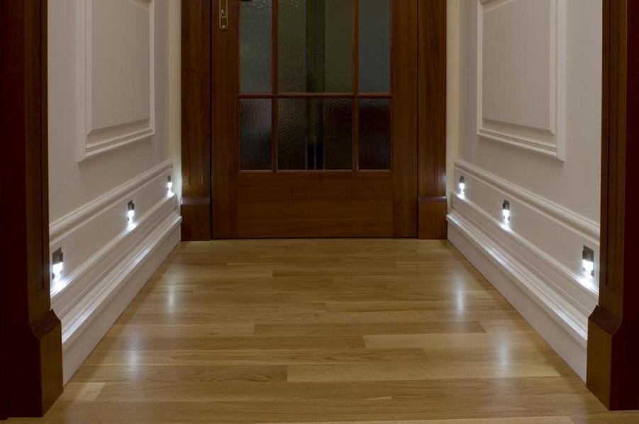 skoff5 Oświetlenie schodów i korytarzy lampkami LED