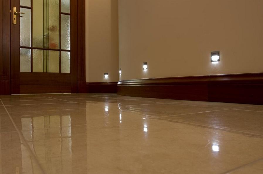 skoff6 Oświetlenie schodów i korytarzy lampkami LED