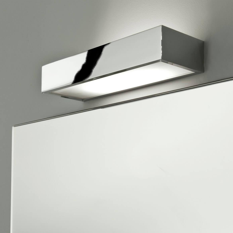 Mała lampa nad lustro