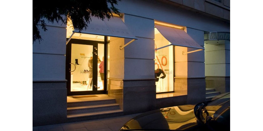 Lighting for shop and exhibition windows